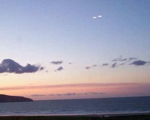 Два НЛО над морем