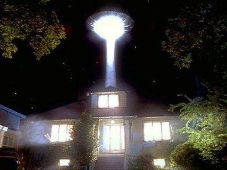 НЛО над будинком