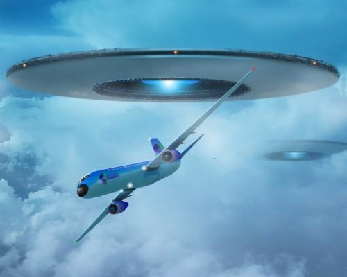 НЛО і літак