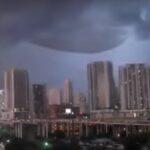 Величезний НЛО з'явився в небі США