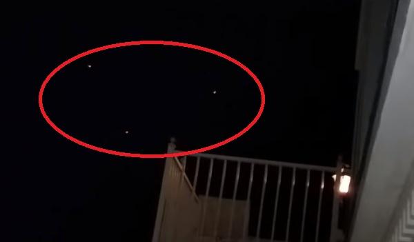 Трикутний НЛО в небі